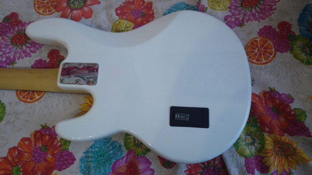 Vista posteriore Sterling by Music Man SUB Ray4